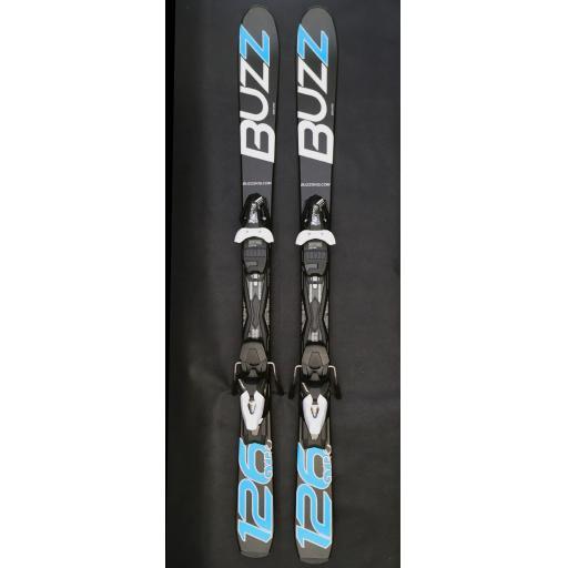 Buzz GYRO BLACK BLUE 126cms Adult Short Skis inc Tyrolia Bindings